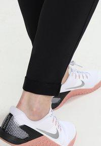 ONLY Play - ONPBAE TRAINING PANTS - Pantalones deportivos - black - 4