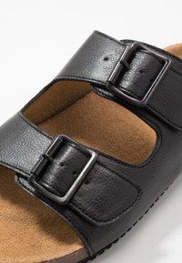 Burton Menswear London - FLOYD  - Domácí obuv - black - 5