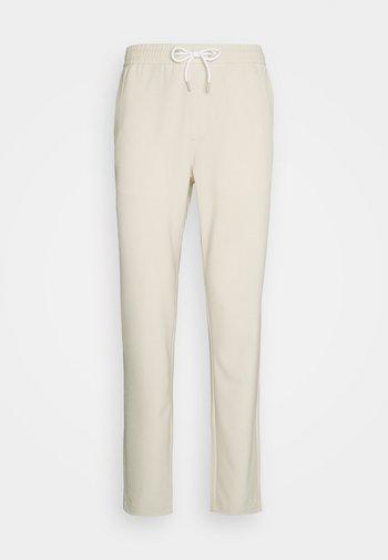 CLUB PANTS - Pantaloni - sand