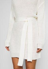 Missguided Petite - BASIC DRESS WITH BELT - Vestido de tubo - off white - 5