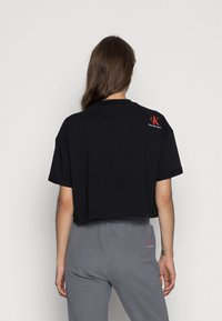 Calvin Klein Jeans - BOXY ROLL UP SLEEVE TEE - Print T-shirt - black - 2