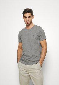 Tommy Hilfiger - SLUB TEE - Camiseta básica - grey - 0