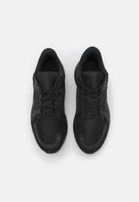 Nike Performance - QUEST 4 - Obuwie do biegania treningowe - black/dark smoke grey - 3