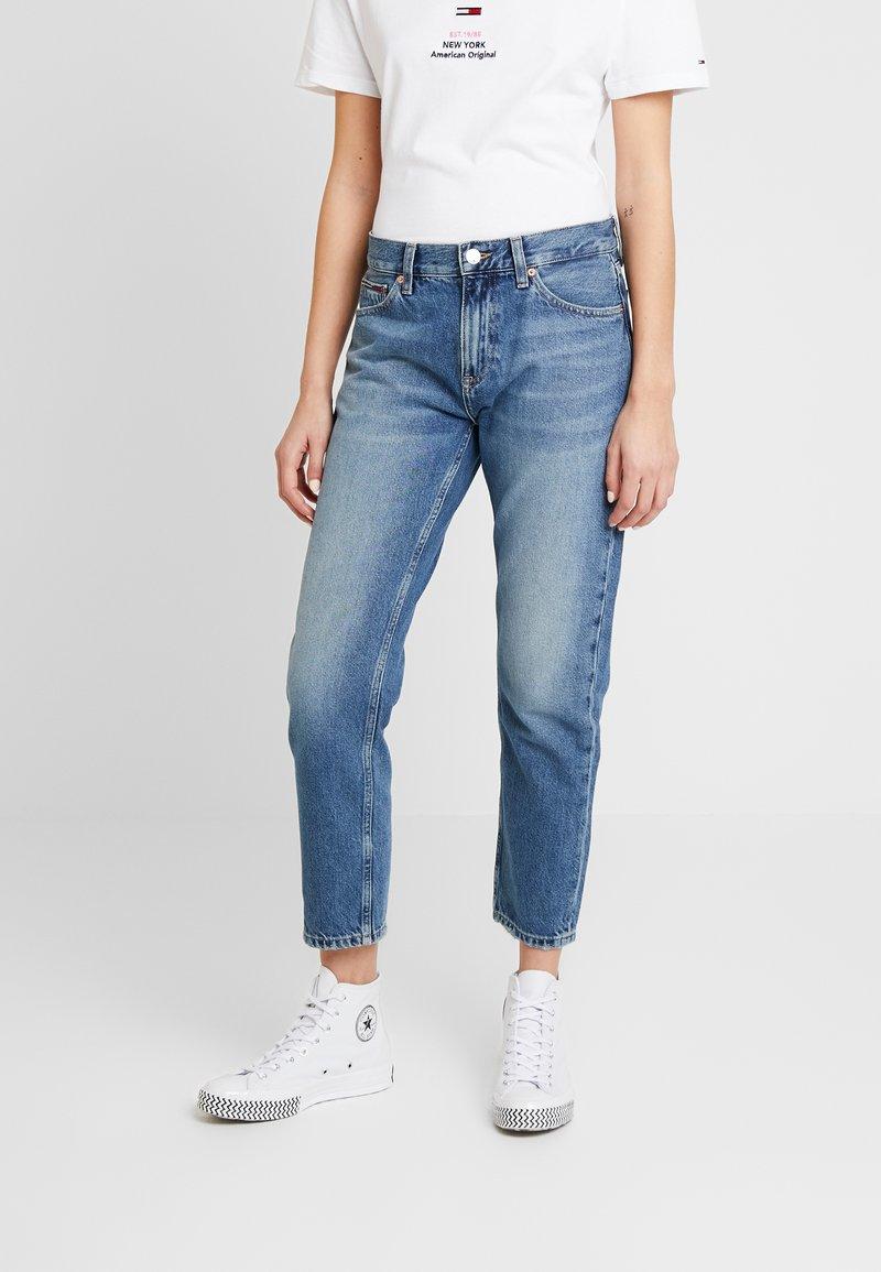 Tommy Jeans - IZZY HIGH RISE SLIM SNDM - Jeans Straight Leg - sunday mid
