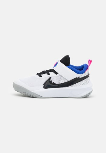 TEAM HUSTLE UNISEX - Basketball shoes - white/black/hyper royal/pink blast