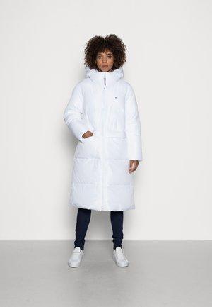 SORONA PADDED LOGO MAXI - Winter coat - optic white