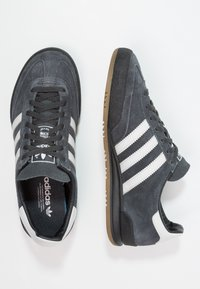 adidas Originals - JEANS - Sneakers basse - carbon/grey one/core black - 1