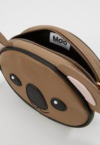 Molo - KOALA BAG - Taška spříčným popruhem - brown - 5