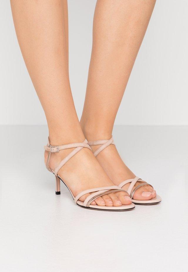 SIENNA  - Sandały - nude