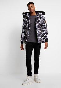 Alessandro Zavetti - OSHAWA PADDED - Winter jacket - khaki - 1