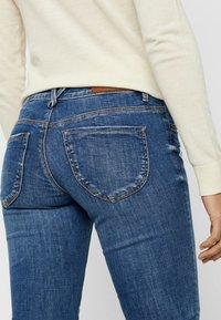 Vero Moda - VMLYDIA LOW WAIST - Jeans Skinny Fit - dark blue denim - 4