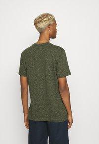 Calvin Klein - TURN UP SLEEVE - T-shirts print - dark olive - 2