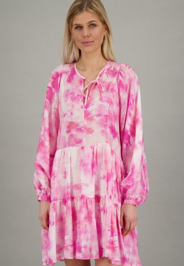 Day dress - pink batik