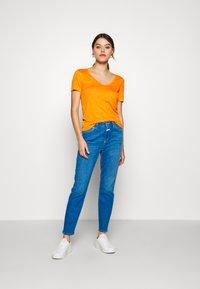 CLOSED - WOMEN - Basic T-shirt - mango - 1