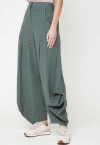 Madam-T - Pantalon classique - grün - 3