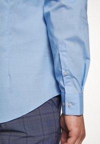 Calvin Klein Tailored - STRETCH - Formal shirt - light blue - 6