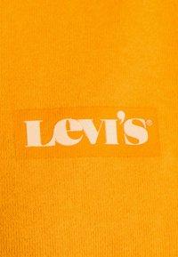 Levi's® - GRAPHIC STANDARD CREW - Sweatshirt - kumquat - 6