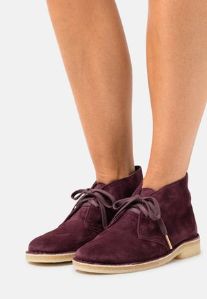 DESERT BOOT - Lace-up ankle boots - merlot