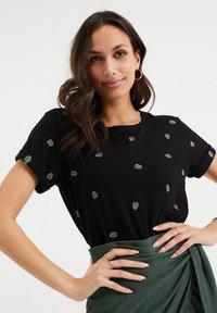 WE Fashion - MET DESSIN - Print T-shirt - black - 3