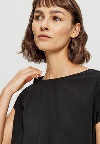 Opus - Basic T-shirt - black - 2