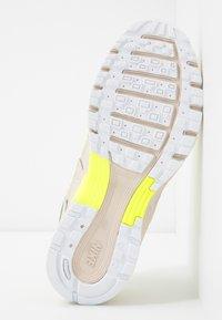 Nike Sportswear - P-6000 - Baskets basses - luminous green/desert sand - 8