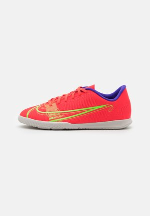 MERCURIAL JR VAPOR 14 CLUB IC UNISEX - Indoor football boots - bright crimson/metallic silver