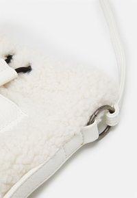 Fritzi aus Preußen - PONI - Across body bag - white - 3