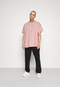 Topman - VERT LONDON TEE - Print T-shirt - pink - 1