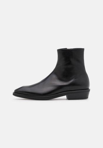 BREECH - Kotníkové boty - black