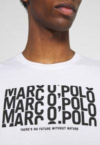 Marc O'Polo - SHORT SLEEVE PRINT - Print T-shirt - white - 5