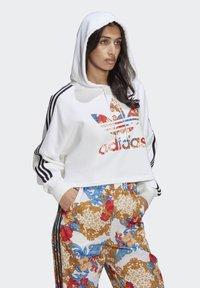 adidas Originals - BOXY - Sweatshirt - white - 2