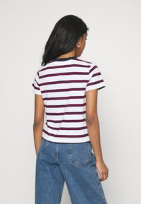 Tommy Jeans - REGULAR CONTRAST BABY TEE - Print T-shirt - white - 2