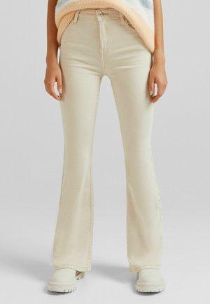 FIVE-POCKET-DESIGN  - Bootcut jeans - beige