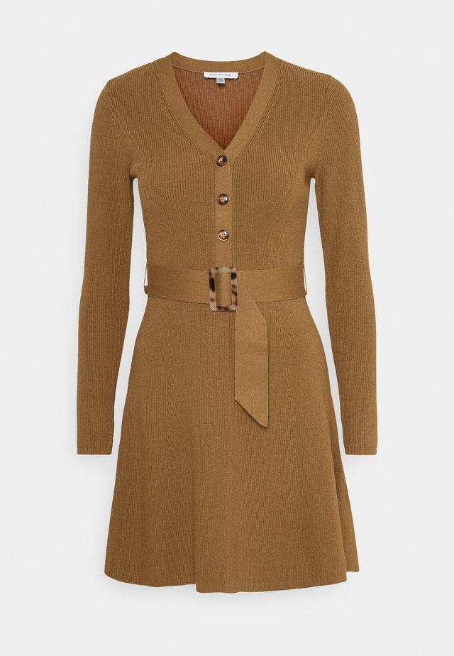 FLARE DRESS - Robe pull - camel