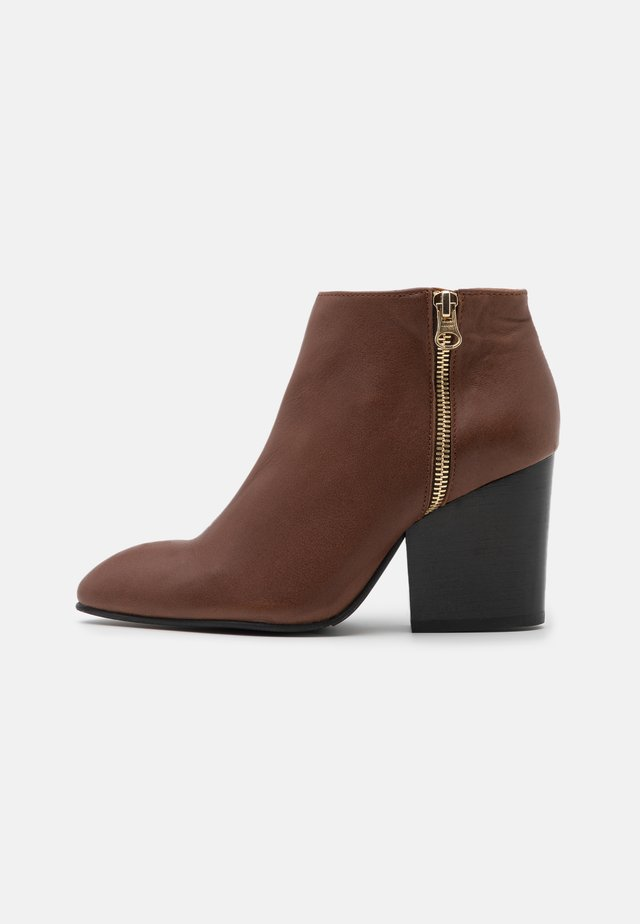 SLFAMBER NEW ZIP  - Boots à talons - brown/stone
