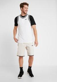 Nike Performance - NBA DRY TEE - T-shirt z nadrukiem - black/white - 1