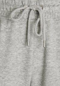 Cotton On - YOUR FAVOURITE TRACK PANT - Teplákové kalhoty - grey marle - 2