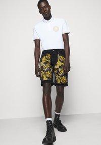 Versace Jeans Couture - Denim shorts - nero - 3