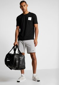 MOROTAI - PREMIUM BLOCK LOGO  - Print T-shirt - black - 1
