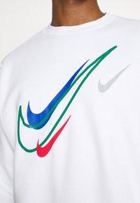 Nike Sportswear - SOS CREW - Sweatshirt - white - 5