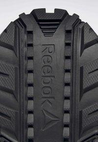 Reebok - RIDGERIDER GTX 5.0 SHOES - Wandelschoenen - black - 9