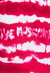 Love Moschino - Triko spotiskem - fuchsia - 5
