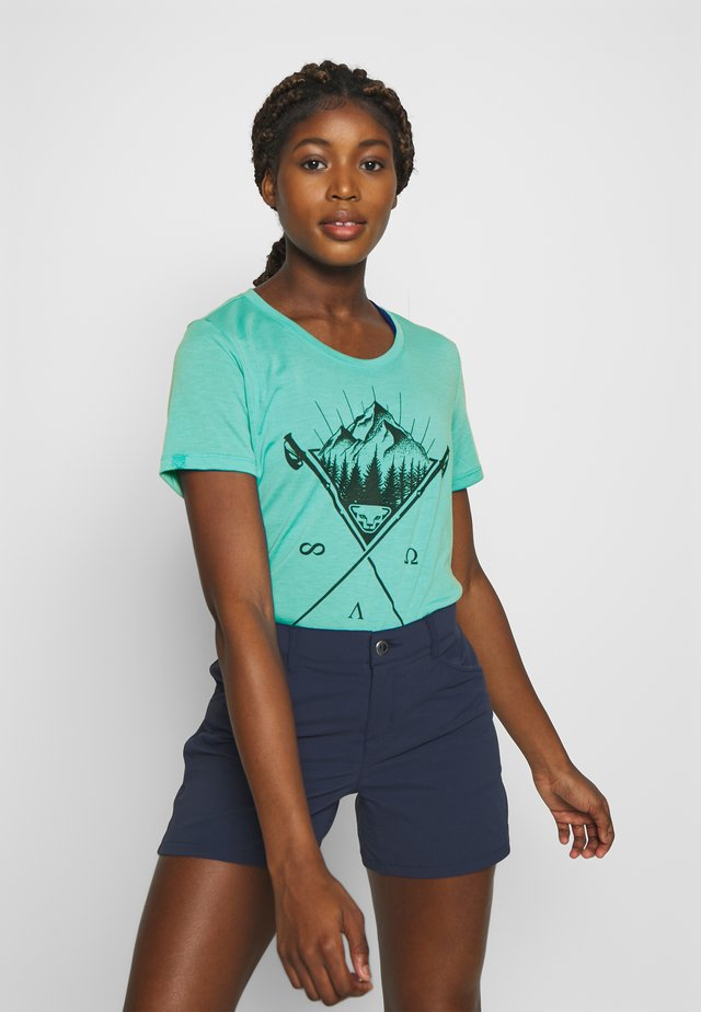 TRANSALPER GRAPHIC  - Print T-shirt - silvretta