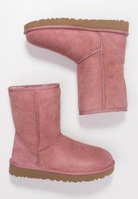 UGG - CLASSIC SHORT - Korte laarzen - pink dawn - 3