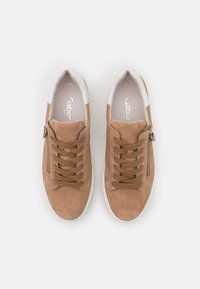 Gabor Comfort - Sneakers laag - sand/weiß - 5