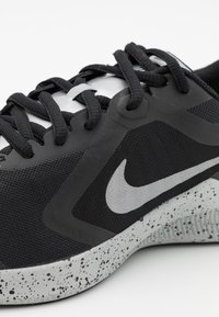 Nike Performance - DOWNSHIFTER 10 VIZ UNISEX - Neutral running shoes - black/reflect silver/light smoke grey/volt - 5