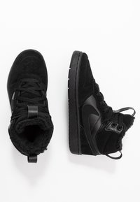 Nike Sportswear - COURT BOROUGH MID BOOT WINTERIZED - Skeittikengät - black/white - 0