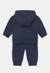 Tommy Hilfiger - BABY HOODED SET UNISEX - Trainingspak - blue - 1