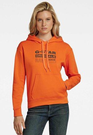 PREMIUM CORE ORIGINALS LOGO  - Hoodie - signal orange