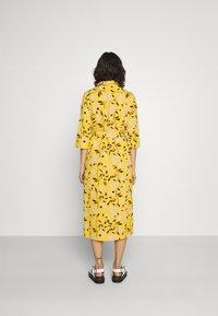 ONLY - ONLNOVA LUX  SHIRT DRESS - Skjortekjole - golden yellow/white - 2